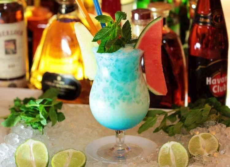 Безалкогольные коктейли с сиропом блю кюрасао