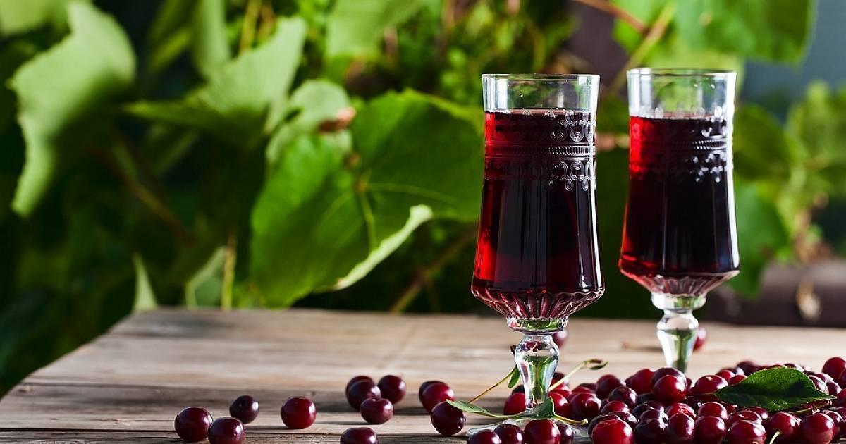 Полезная и вкусная настойка на вишне в домашних условиях