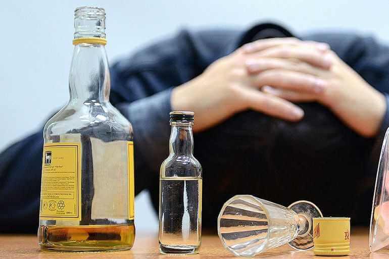 Как человека вывести из запоя в домашних условиях: основные правила быстрого выхода алкоголика на дому, методы отмены алкоголя и народные средства для выведения