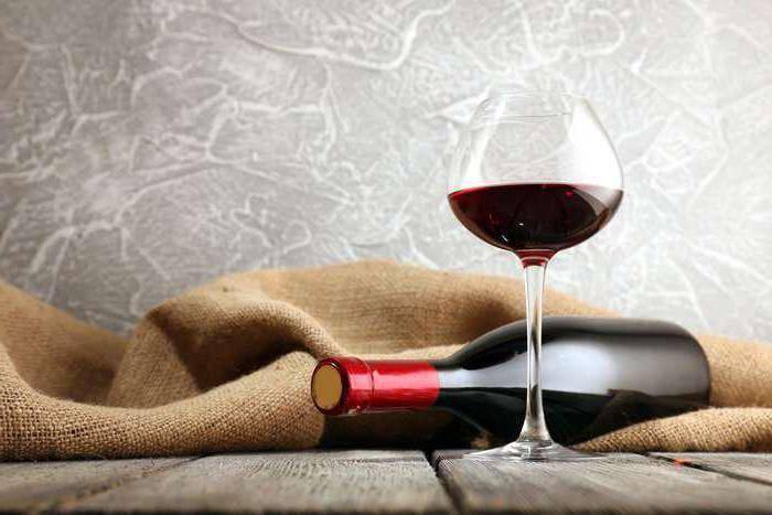 Красное полусладкое вино: что выбрать и как пить