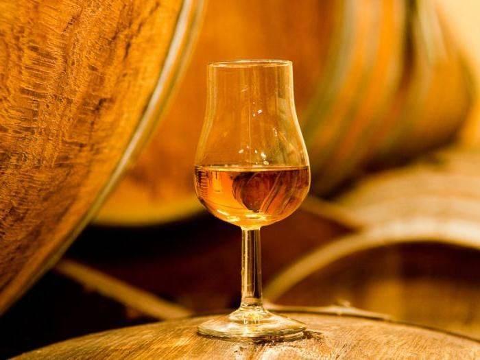Кальвадос: что это, как пить и чем закусывать напиток
