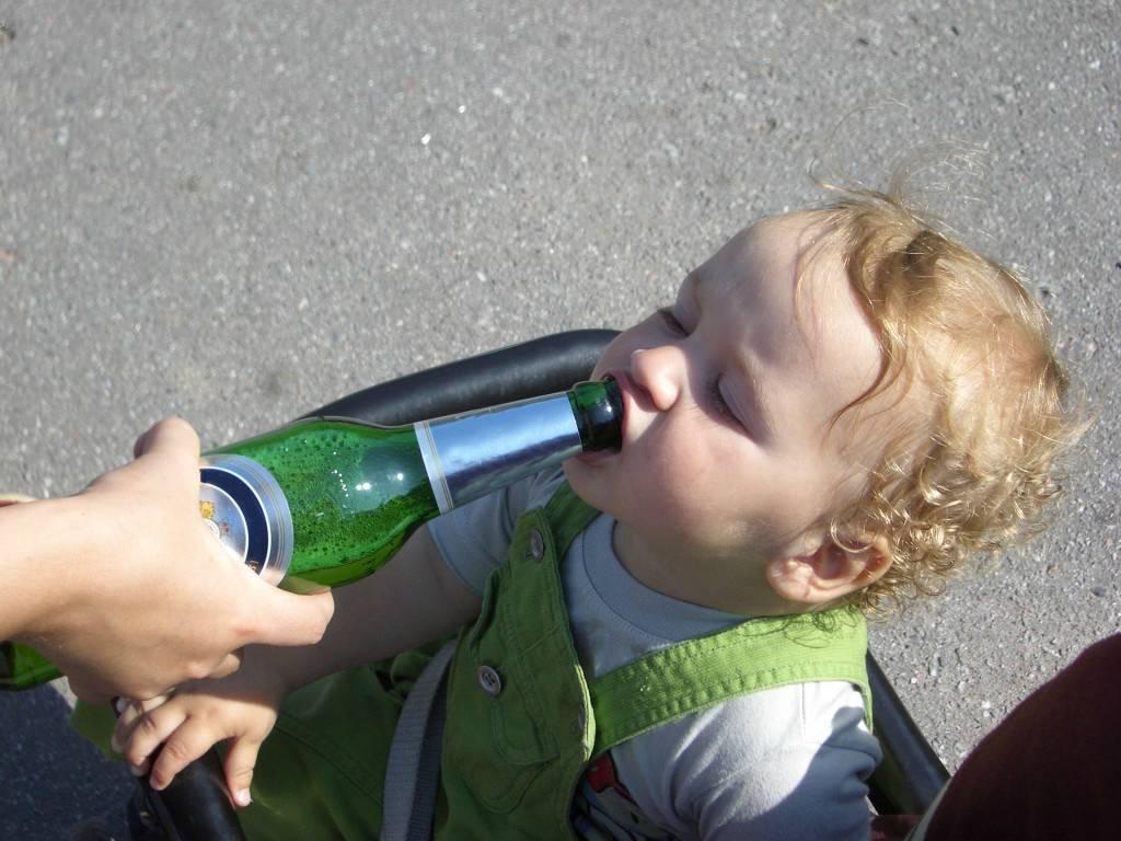 Детский алкоголизм: особенности и причины