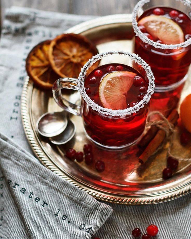 C чем пьют глинтвейн: как правильно употреблять горячий или теплый напиток в домашних условиях, какую закуску есть и что за вино выбрать | suhoy.guru