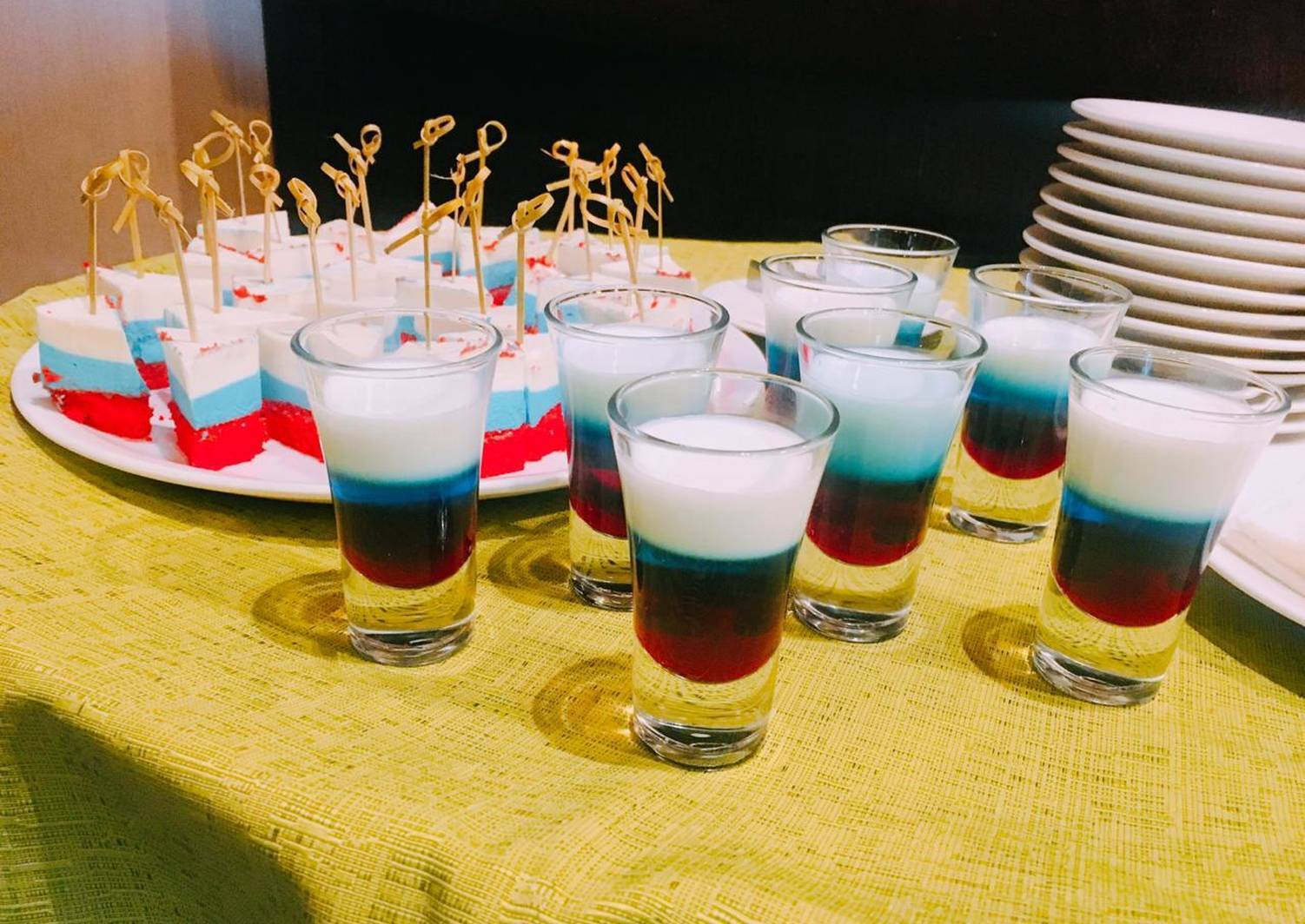 Рецепты приготовления коктейля Российский флаг