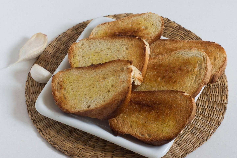 Гренки из белого хлеба – 7 рецептов, как сделать вкусные гренки в духовке и на сковороде - rus-womens