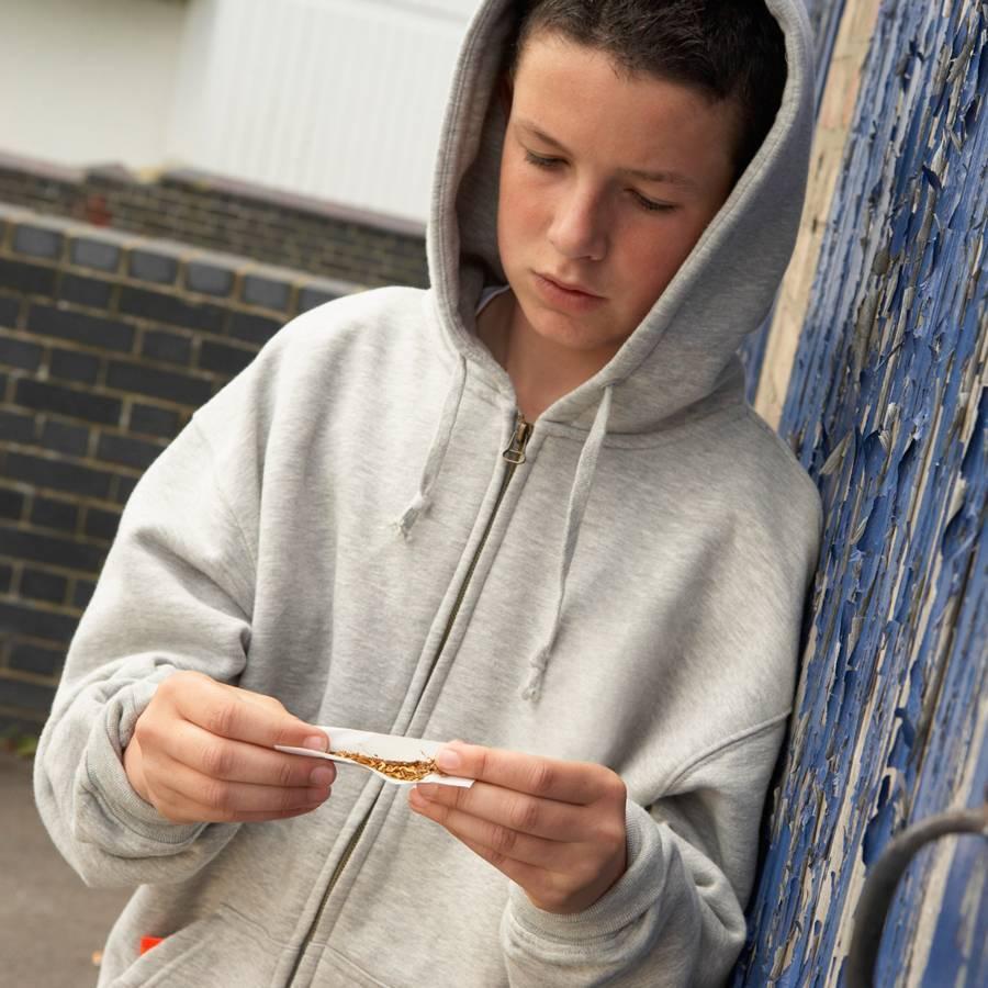 Детская наркомания: признаки, причины и что делать