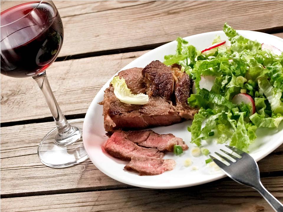 Закуска к красному и белому вину — обзор вариантов