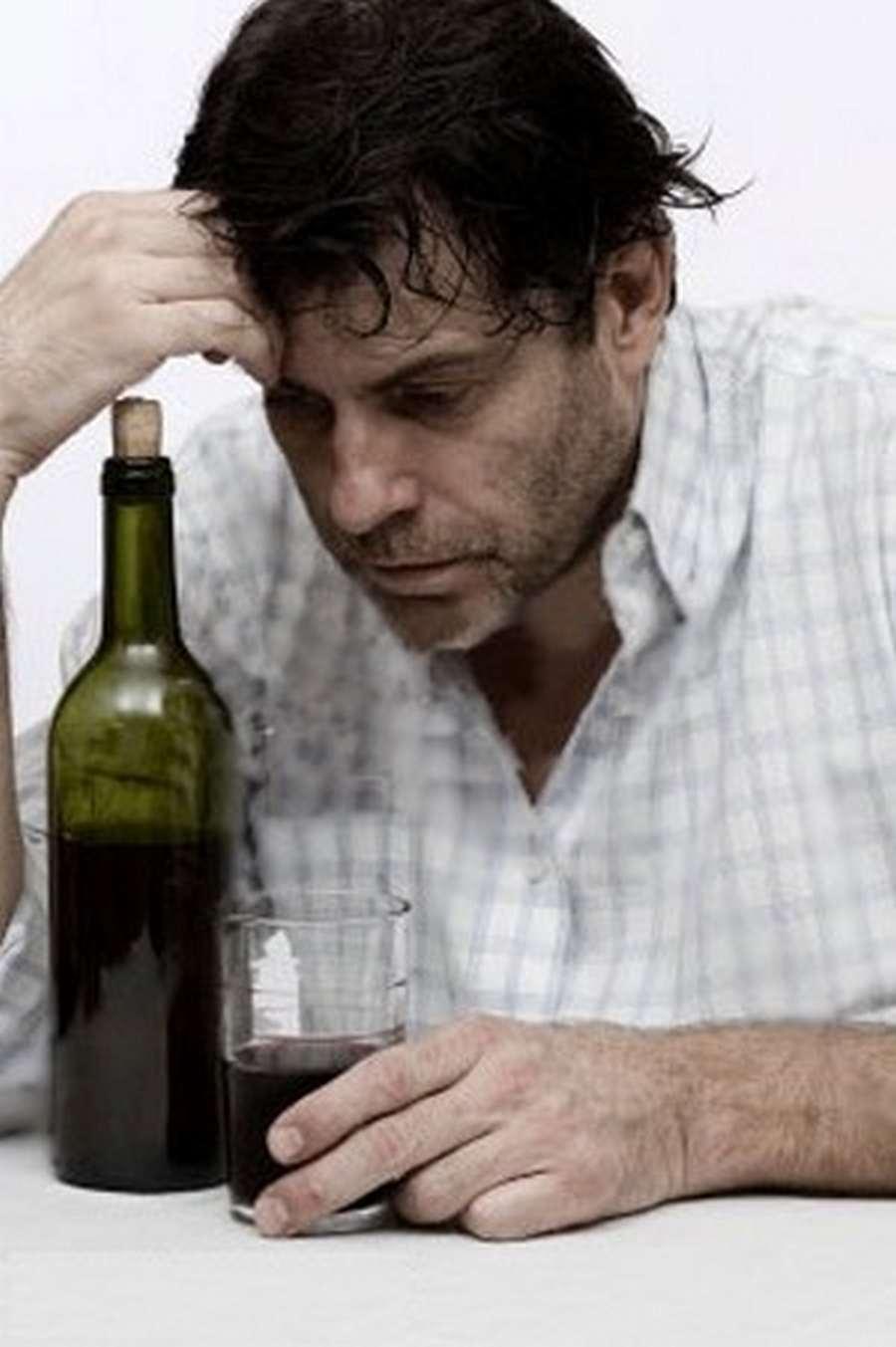 Алкоголь, чем опасно употребление алкоголя, проявления действия и передозировка алкоголя, допустимые дозы алкоголя, абстинентный синдром, общение с алкоголиком.
