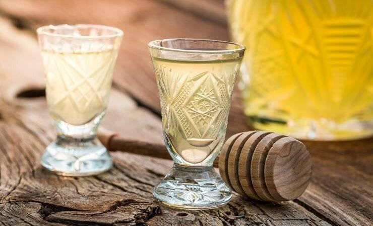 Как приготовить водку с медом от простуды