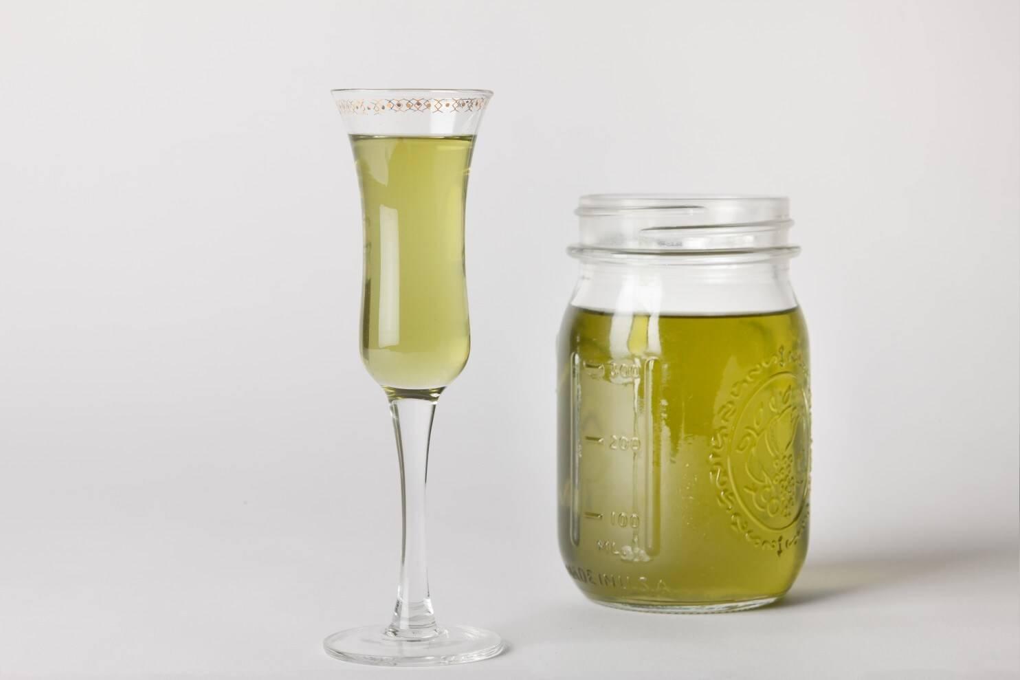Травяной ликер шартрез (chartreuse) — французский экстракт долголетия. ликер шартрез: с пользой для здоровья