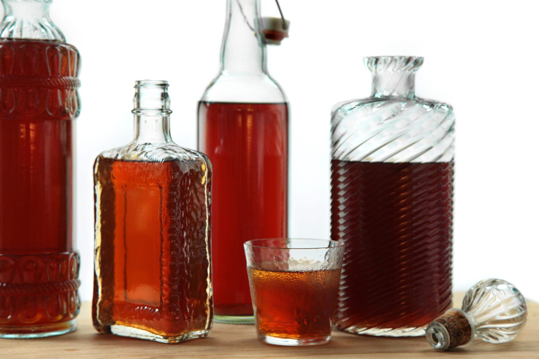 Амаретто в домашних условиях: как сделать на самогоне (водке, спирту), рецепты ликера и коктейлей