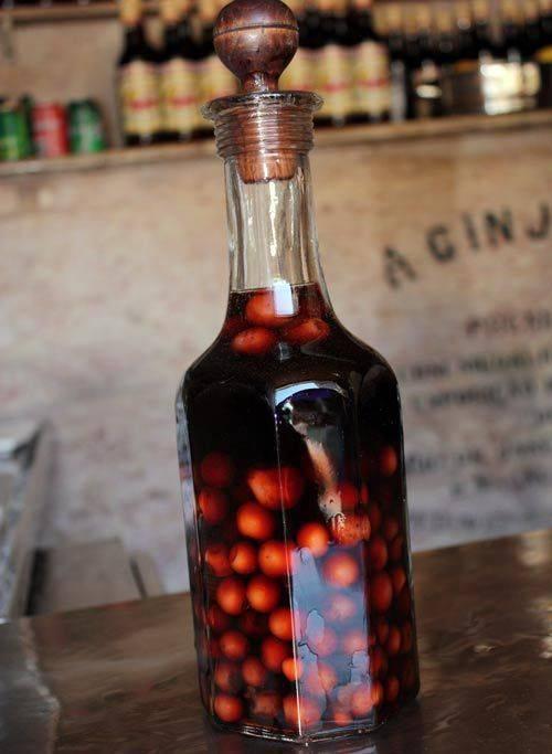 Жинжинья (ginjinha) – португальский вишневый ликер