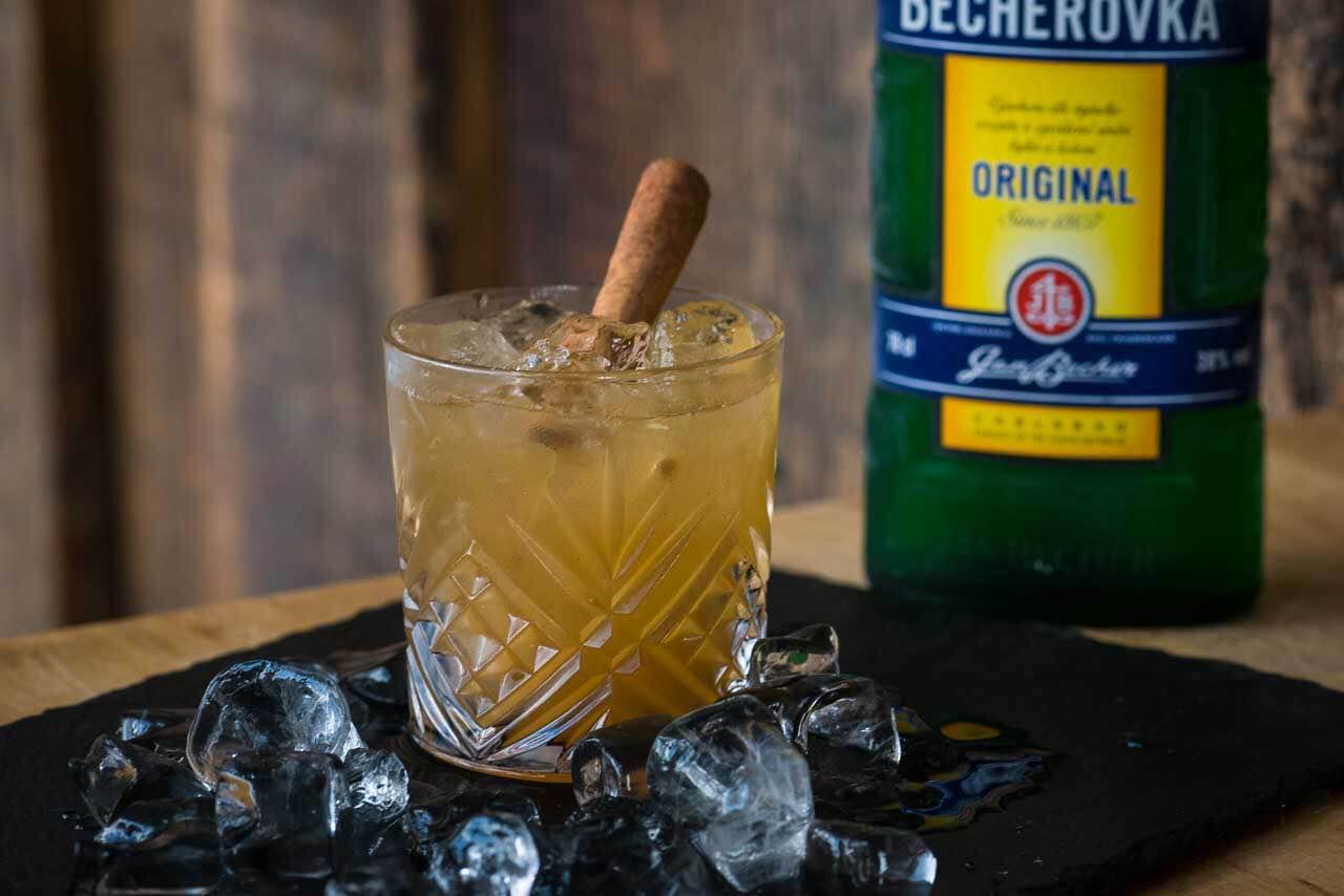 Ликер бехеровка: описание напитка, история, как правильно пить чешский ликер — советы барменов!