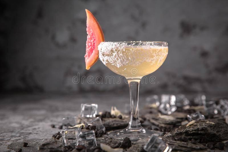 Можно ли смешивать шампанское с водкой. коктейль из водки с шампанским