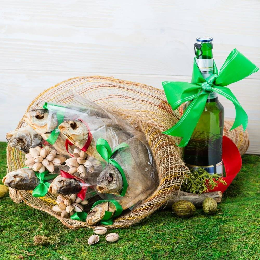 Мужские букеты из продуктов. как сделать съедобный из еды, пива с закуской, колбасы, рыбы, раков своими руками пошагово с фото