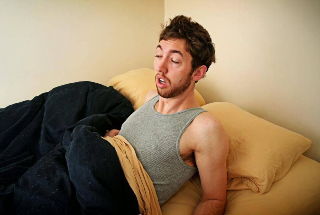 Почему бессонница с похмелья и как уснуть быстро?