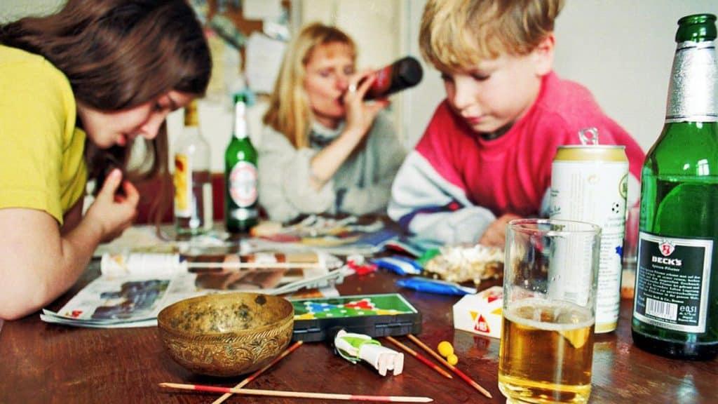 Личный опыт: каково расти сотцом-алкоголиком ибороться снанесенной импсихотравмой