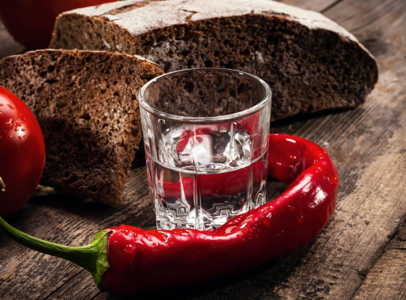 Водка с перцем от простуды с температурой: пропорции, рецепт, отзывы