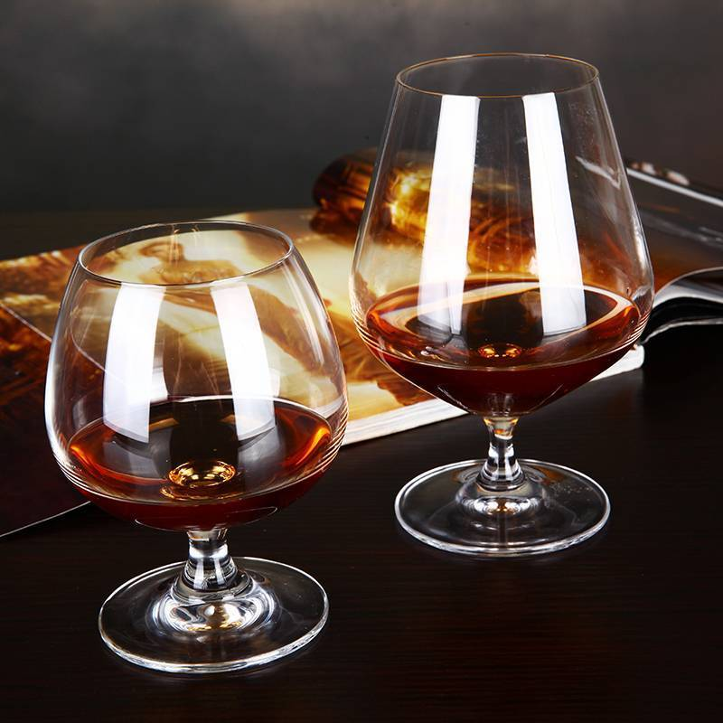 Бокалы под коньяк: как называется коньячный стакан, рюмка, что такое снифтер, как им пользоваться