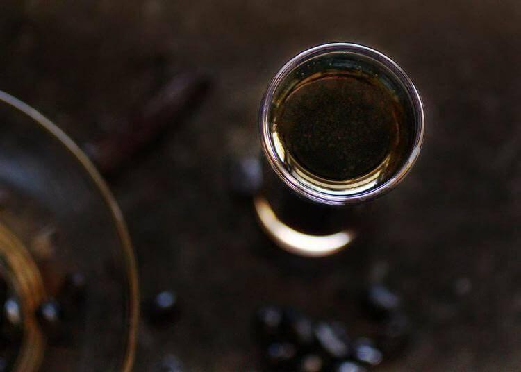 Как и на чем настоять самогон, чтобы он стал приятным для питья? рецепты быстрого и вкусного настаивания без запаха