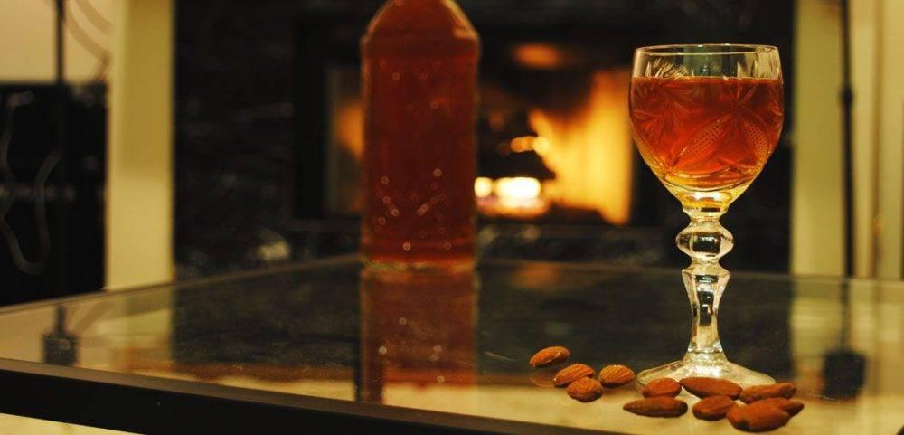 Ликер amaretto – виды и фото напитка; с чем пьют; коктейли с амаретто; рецепты, как сделать ликер в домашних условиях