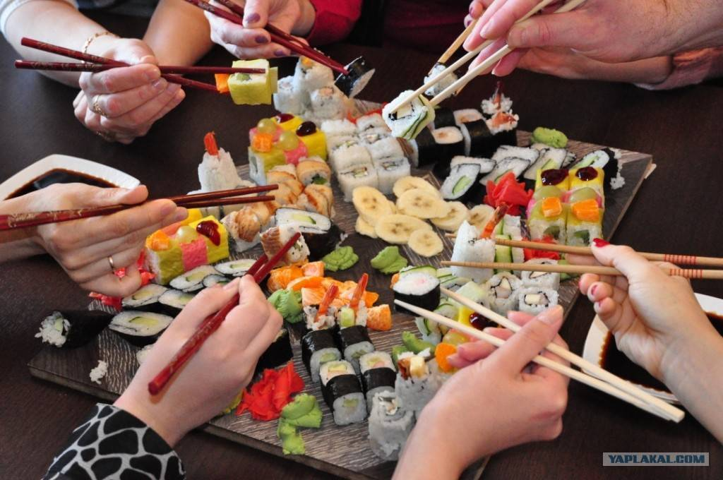 Узнаем что пьют с суши и роллами? какие напитки сочетаются с японскими блюдами