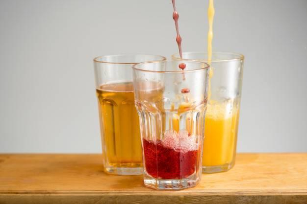 Разбавляем водку соком: с какими лучше смешивать, как называются коктейли, можно ли пить их с мякотью и льдом, как делаются томатный и другие  | suhoy.guru