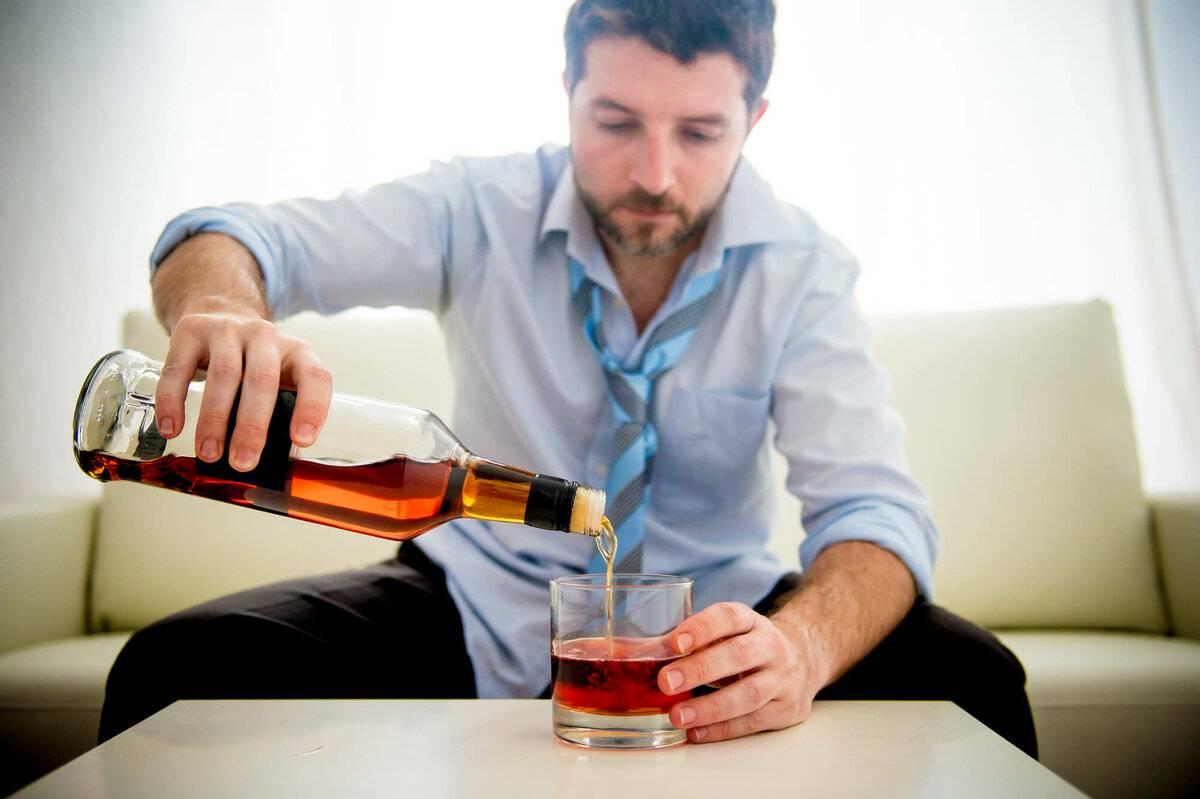 Почему на весу не наливают алкоголь