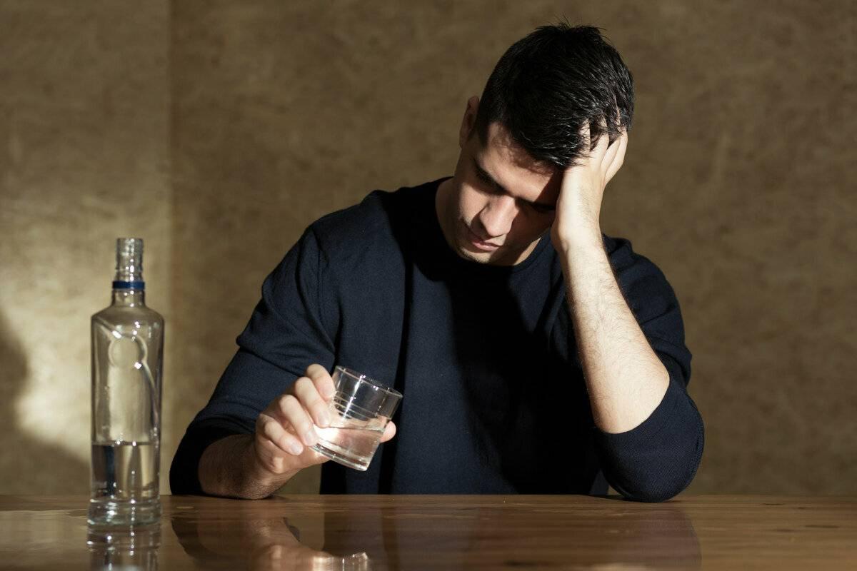Алкогольный психоз - виды, методы лечения, последствия