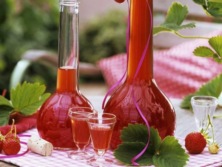 Два рецепта клубничного вина в домашних условиях