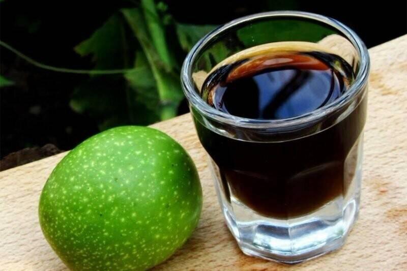 Настойка на грецких орехах на водке - рецепты и применение, польза и вред