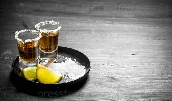 От чего помогает водка с солью? | bezprivychek.ru