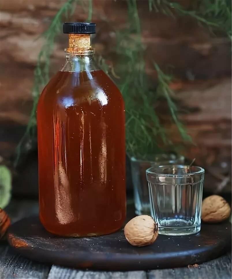 Грецкий орех: польза и вред, применение настойки из кожуры на водке, от каких болезней помогает