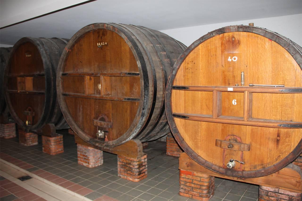 Крепость и правила хранения самогона в дубовых бочках