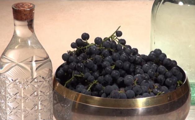 Как сделать настойку из винограда на водке