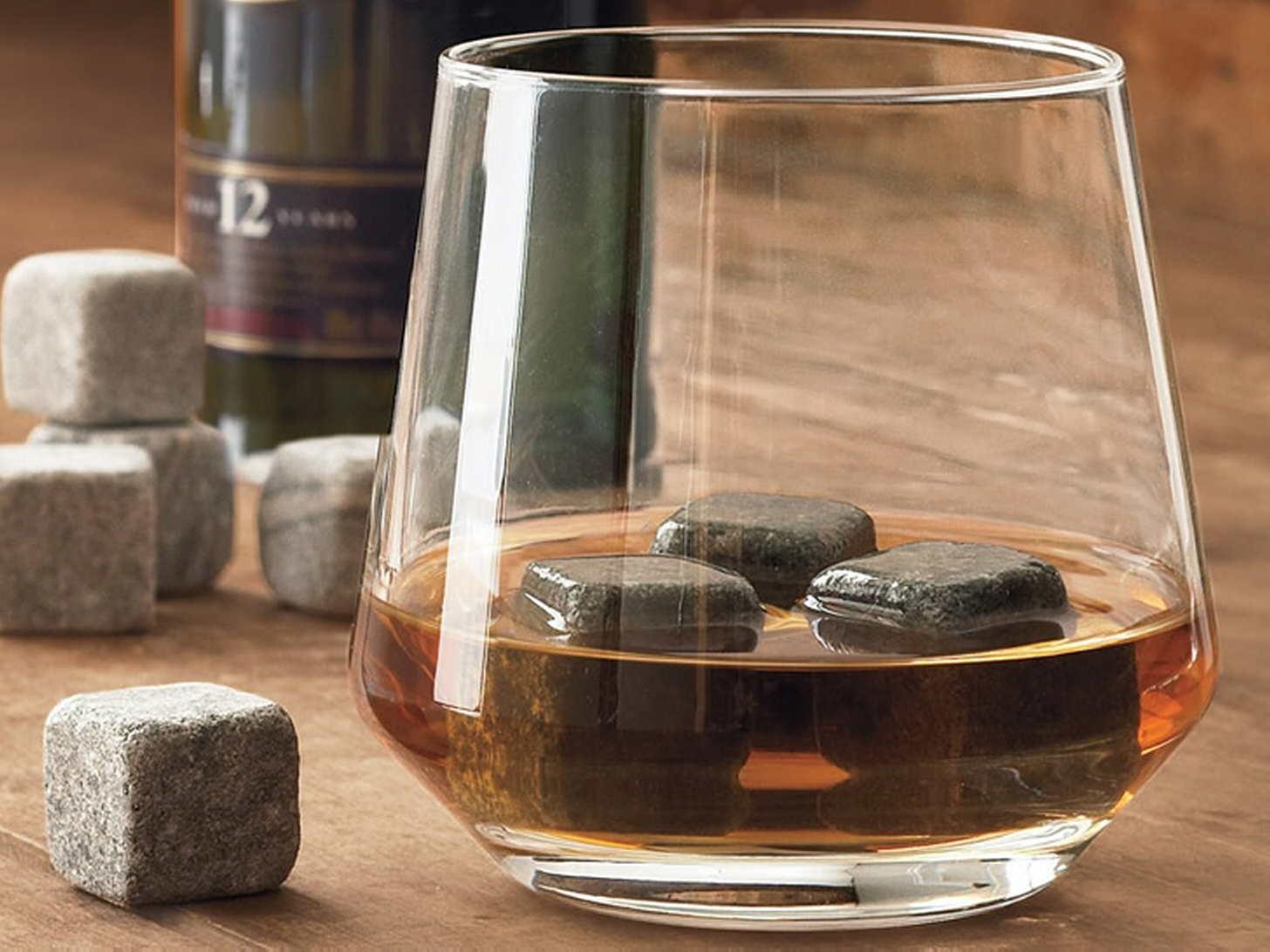 Камни для виски вместо льда: что лучше использовать для охлаждения напитка?