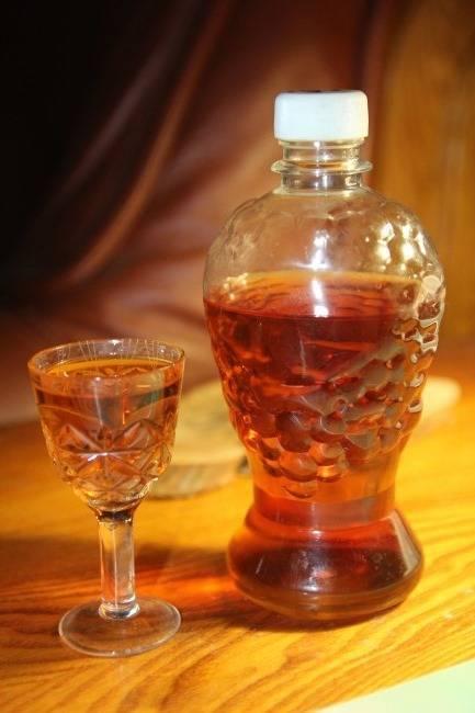 Полезные гранатовые настойки на самогоне, водке и спирту. как сделать целебные водные настои на гранате в домашних условиях?