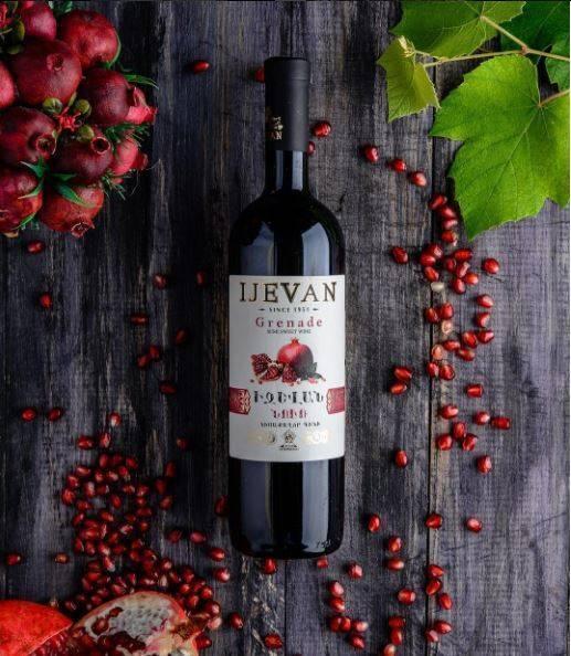 Приведены подробности изготовления гранатового вина, сравнение вин из армении (arame) и израиля