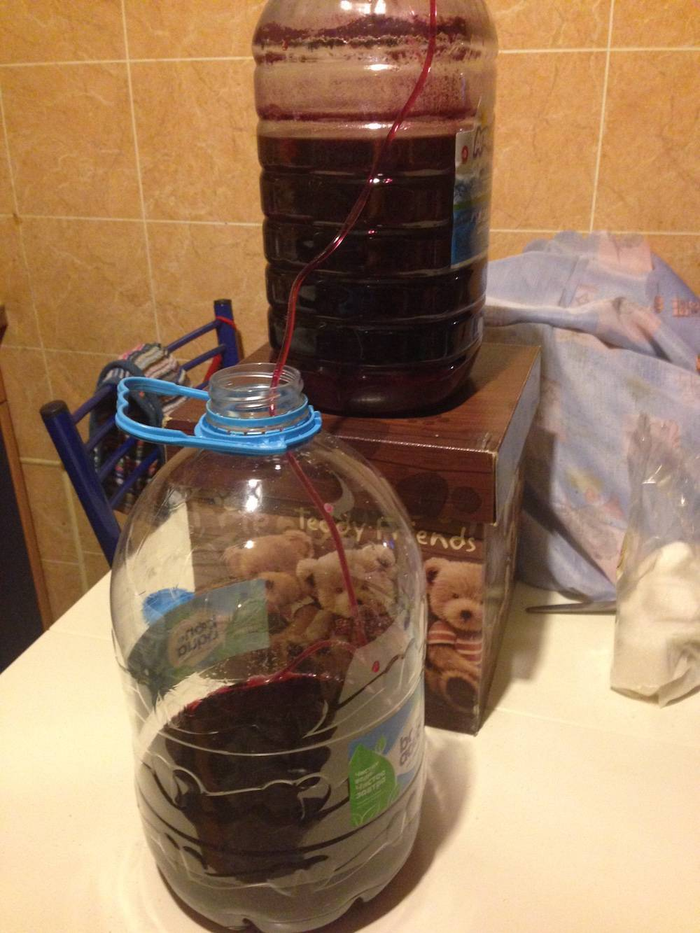 Сколько раз сливать виноградное вино с осадка