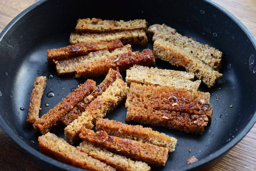 Сухарики в духовке из черного хлеба по ? простому пошаговому рецепту с фото