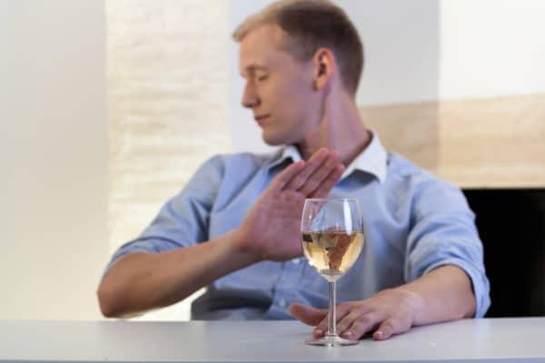 Способы избавления от тошноты и рвоты после спиртного