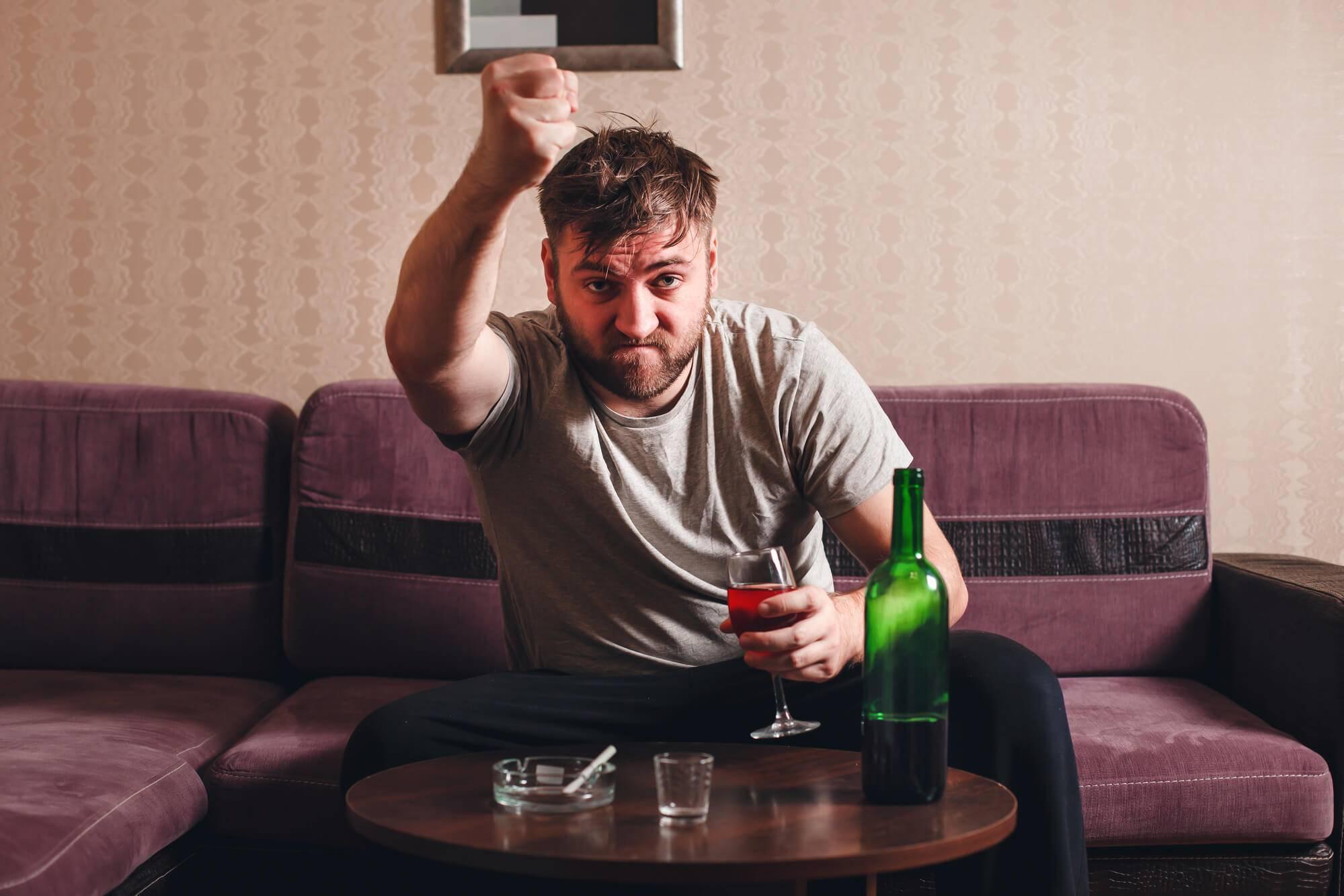 Муж, когда выпивает, становится агрессивным - 2 совета психологов, консультации