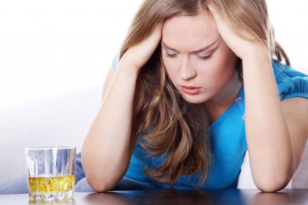 Почему с похмелья депрессия и тревога — сколько это длится и как бороться