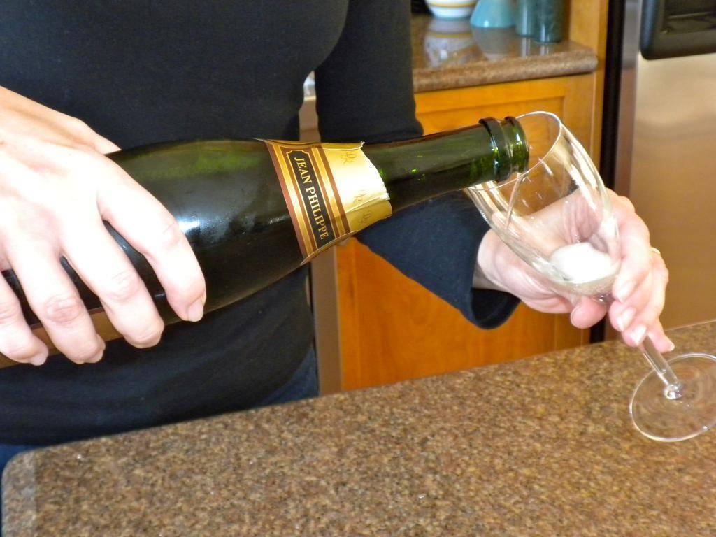 Как самостоятельно научиться правильно открывать шампанское?