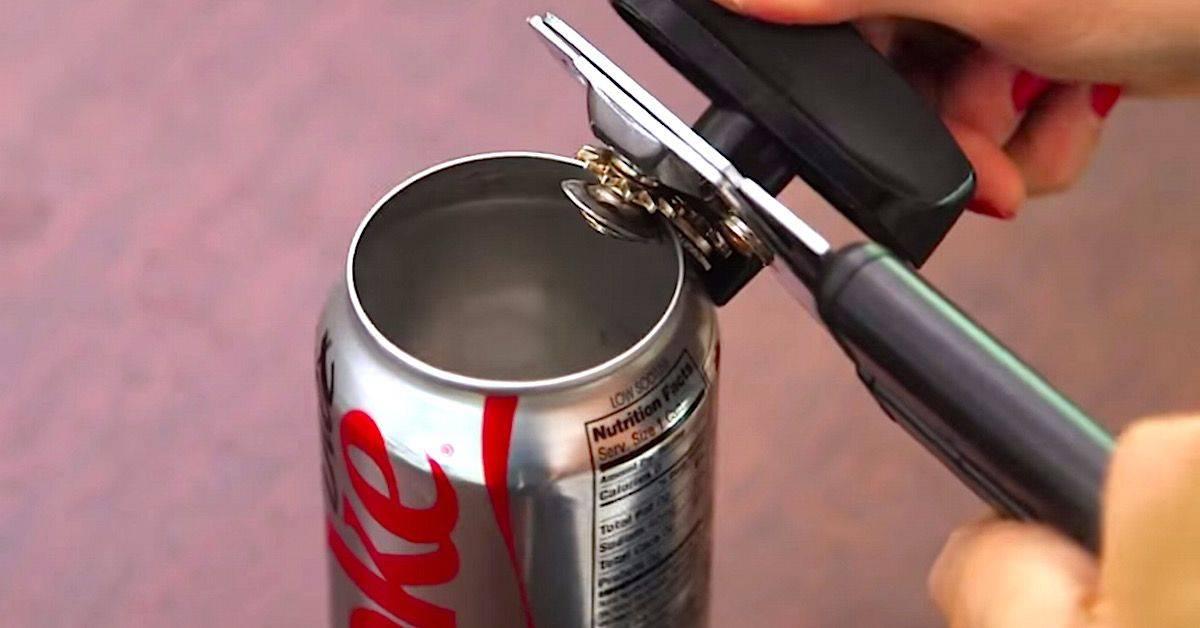 Как открыть крышку пластиковой бутылки, которая плотно закрыта?