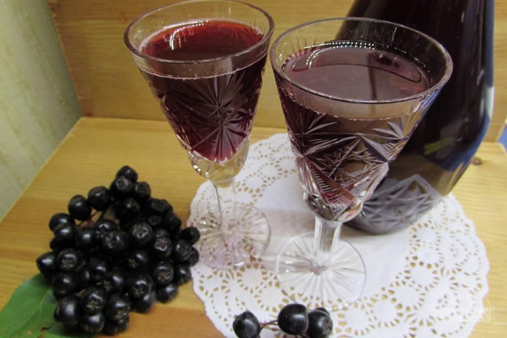Рецепт домашнего ликера из черноплодной рябины: рассматриваем в общих чертах