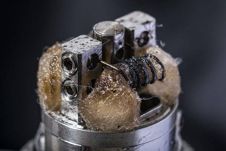 Почему электронная сигарета трещит и плюется жидкостью. 10 причин, почему вейп начал плеваться жижей