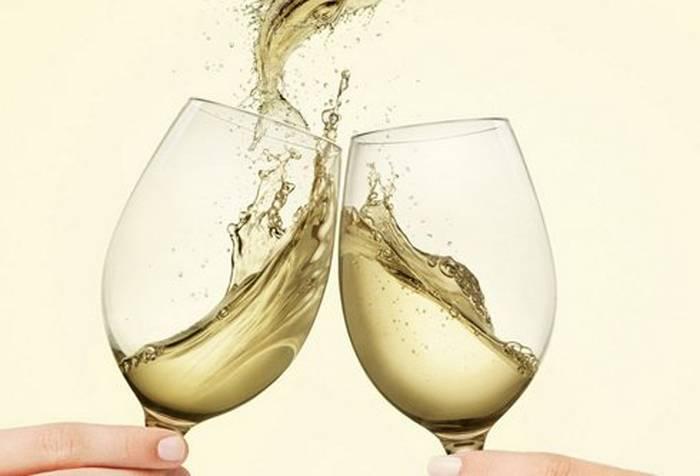 Кириллица   зачем люди чокаются бокалами перед тем, как выпить