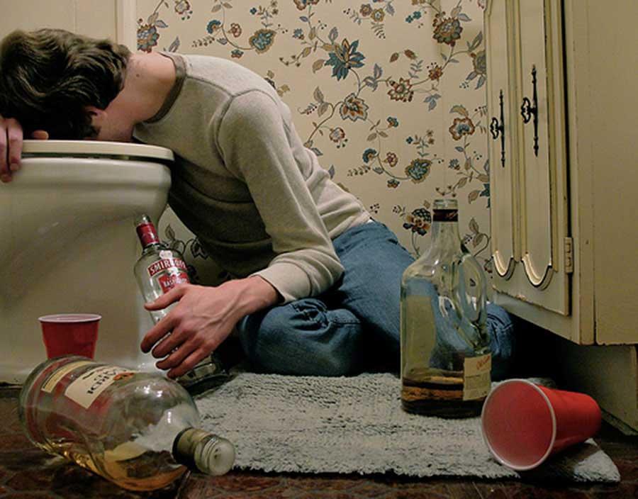Рвота желчью после алкоголя: что делать после отравления