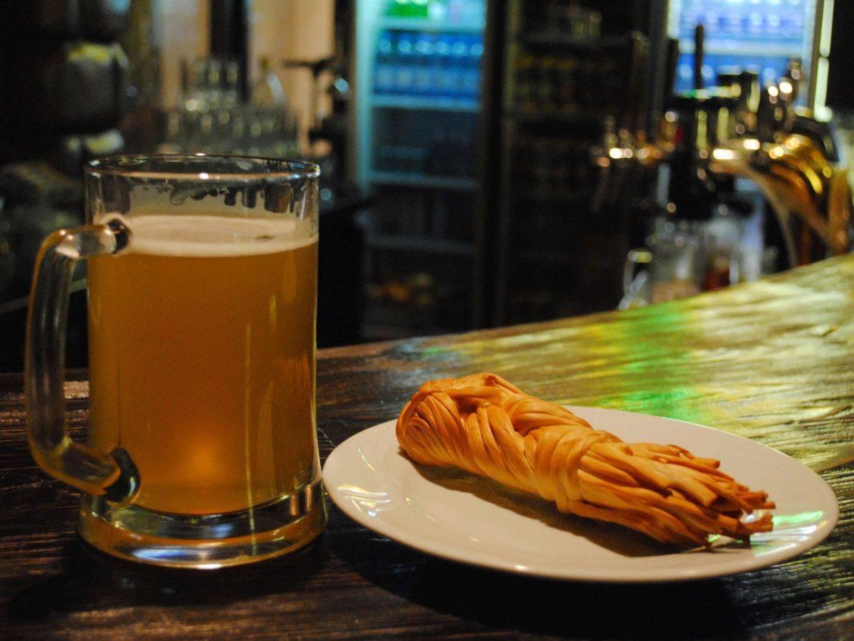 11 вкуснейших закусок к пиву для тех, кому надоели магазинные чипсы - лайфхакер